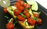 Espadon grillé avec tomates et basilic